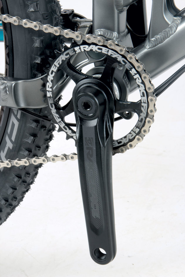 With their Cinch direct-mount chainring system, the Race Face Affect cranks are a cool addition on the A9.1.