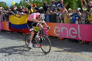 VIDEO: Stunning Finale Consolidates Tom Dumoulin's Giro Lead