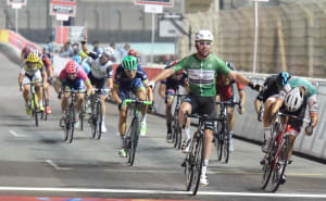 Video: Renshaw Slingshots Cavendish To Second Stage Win At Abu Dhabi Tour