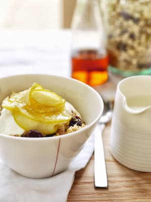 Recipe: Warm muesli with apples and maple syrup
