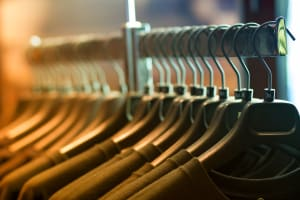 How to decide the right shipping method for the garments you import