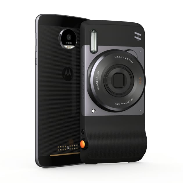 The Hasselblad True Zoom connects seamlessly with your Moto Z phone.