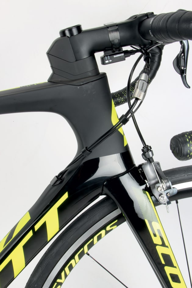 The bulky profile of the Foil stem; a series of aero shaped collars combine to assist with drag reduction.