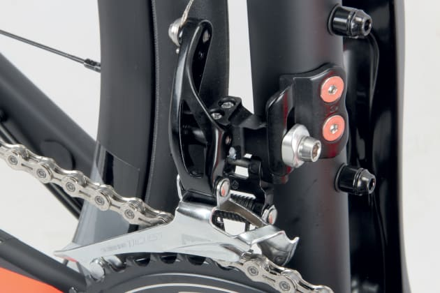 The tall leverage arm of the Shimano 105 derailleur mimics the design that was first implemented on Dura Ace 9000. Front shifting is light and precise, even at 105 level and under load.