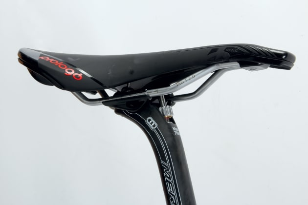 The Prologo saddle sits atop an easily adjustable seat post, for dialling in optimal position.