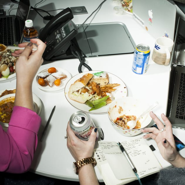 Office Lunch, New Jersey, 2016. © Brian Finke.