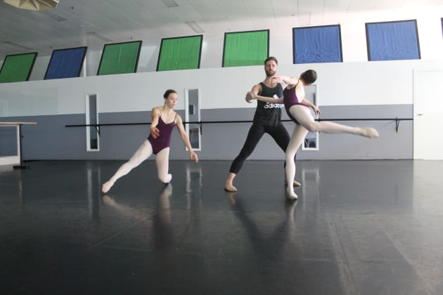 ProJECTION students Diella Wade and Molly Parnell rehearsing with Ballet Wales's Robbie Moorcroft ahead of 'Architecture of Loss'.