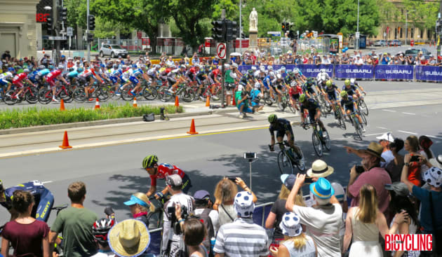 A tight U-turn was a feature of the final stage city criterium in Adelaide. Image: Nat Bromhead.