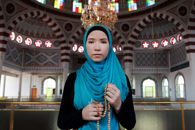 Stephanie Kurlow, 14, attends a mosque in Auburn on 5 March, 2016 in Sydney. © Lisa Maree Williams/Getty Images.