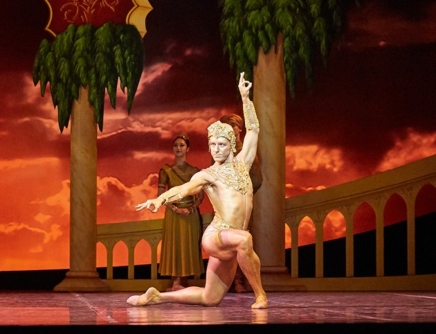 Adam Alzaim as the Golden Idol. Photo: Sergey Pevnev.