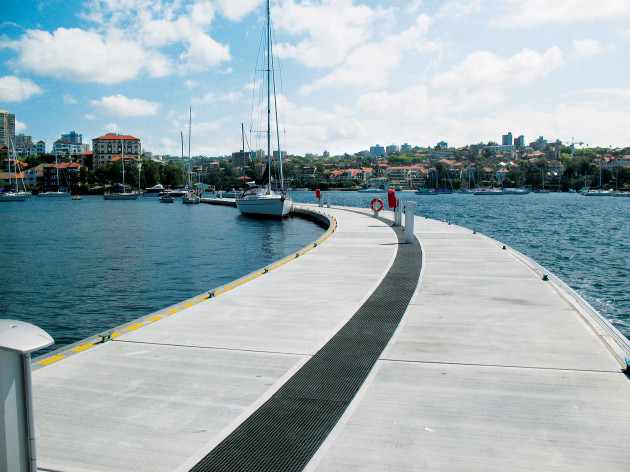 The Royal Sydney Yacht Squadron at Kirribilli in Sydney was the first installation to feature telescopic piles.