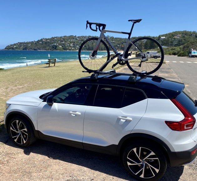 The latest XC40 from Volvo, with Orbea's 2021 Orca securely mounted to the roof top carriers.