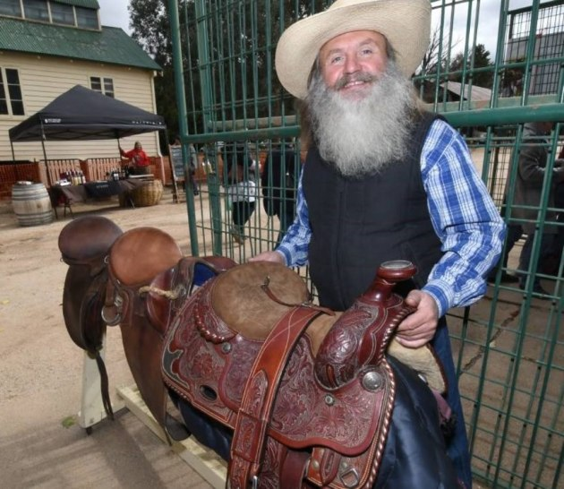 dave-morris-saddle-maker.jpg