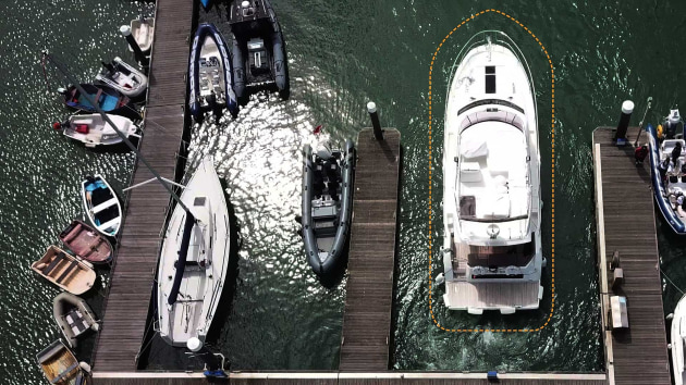 DockSense creates a Virtual Bumper around the vessel to assist in avoiding nearby objects while docking.