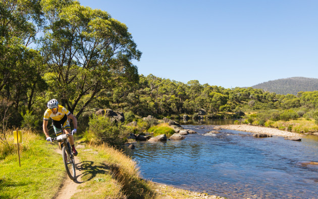mtb_snowies_thredbo_river_mountains_yellow_jersdy_ls---credit-in2adventure.jpg
