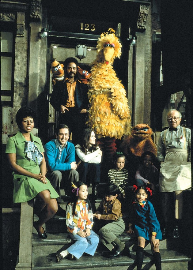 sesame_street_season_1_cast_photo_-_credit_sesame_workshop.jpg