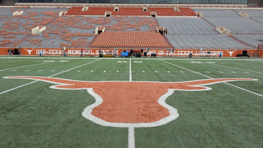 Texas AD aiming for full fan capacity at '21 football games