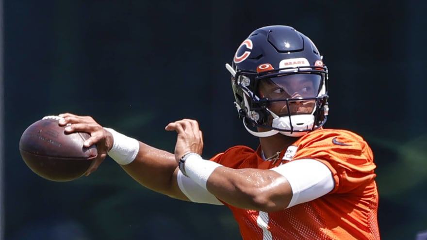 Bears' Mooney: Justin Fields throws a 'beautiful ball'
