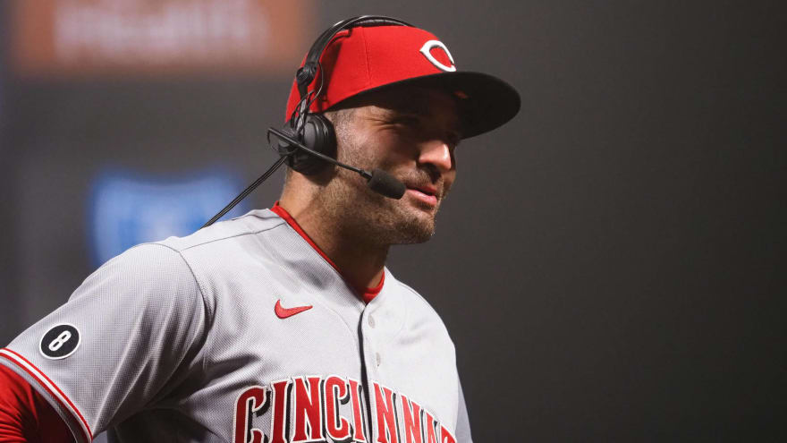 Joey Votto suffers fractured thumb