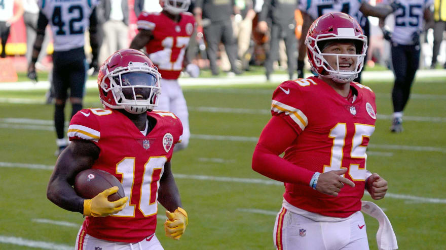 Patrick Mahomes trolls Tyreek Hill's arm with video from training camp