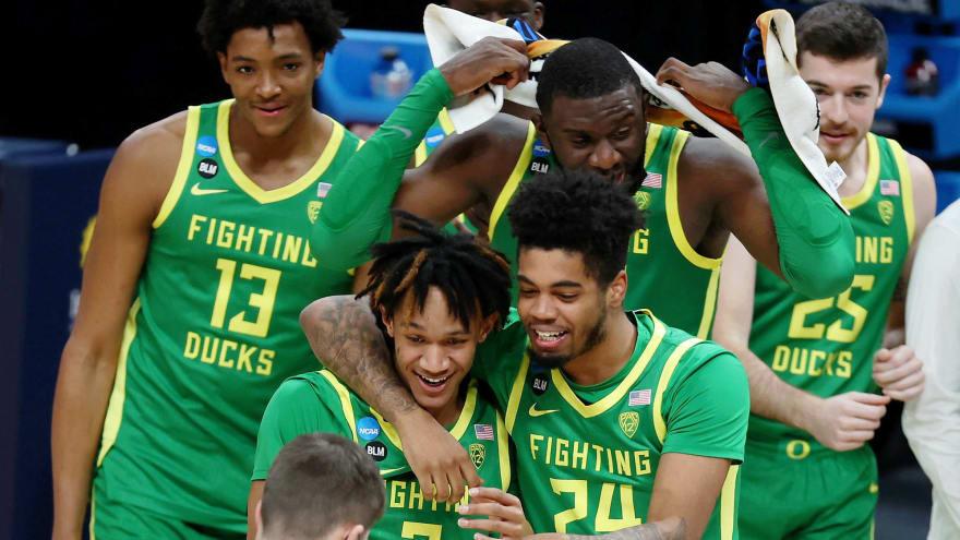 No. 7 Oregon defeats No. 2 Iowa to advance to Sweet 16