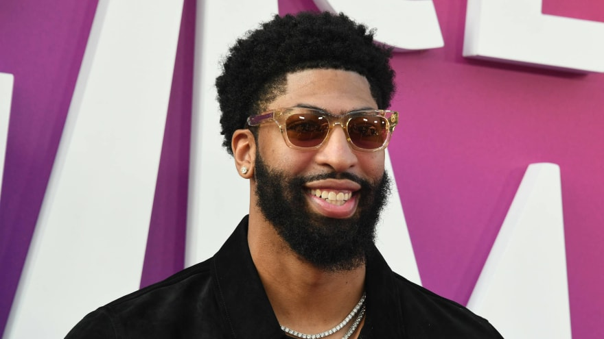 LeBron James clowns Packers fan Anthony Davis over team's blowout loss