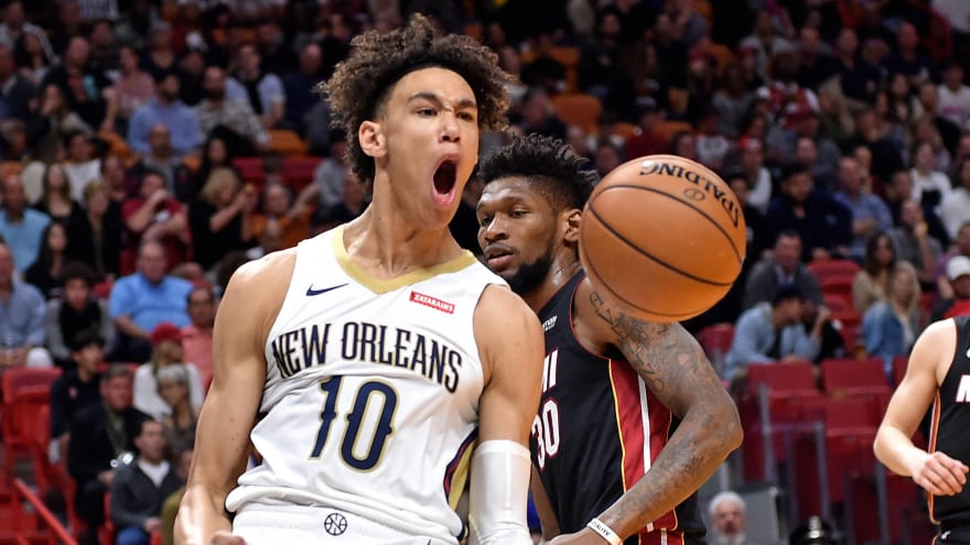 Watch: Pelicans connect on half-court alley-oop