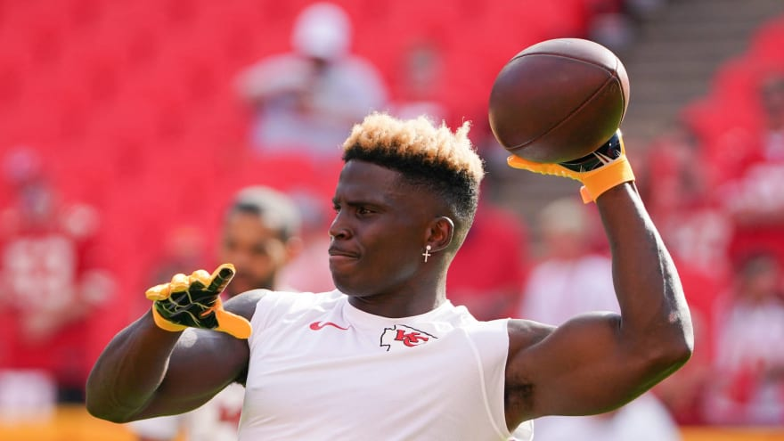 Tyreek Hill has offer for college players who use his 'peace' celebration