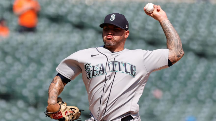 Hector Santiago had another glove issue in return to mound