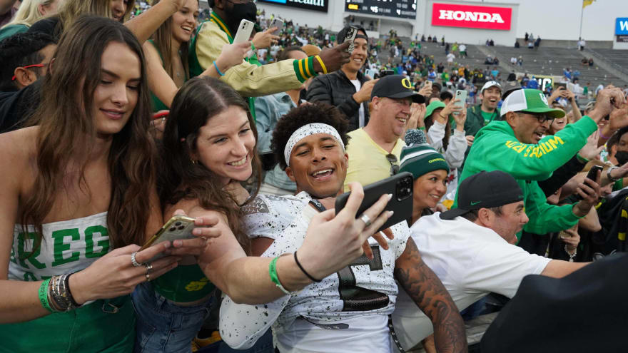 Numerous NFL GMs watched Oregon's Kayvon Thibodeaux during huge game