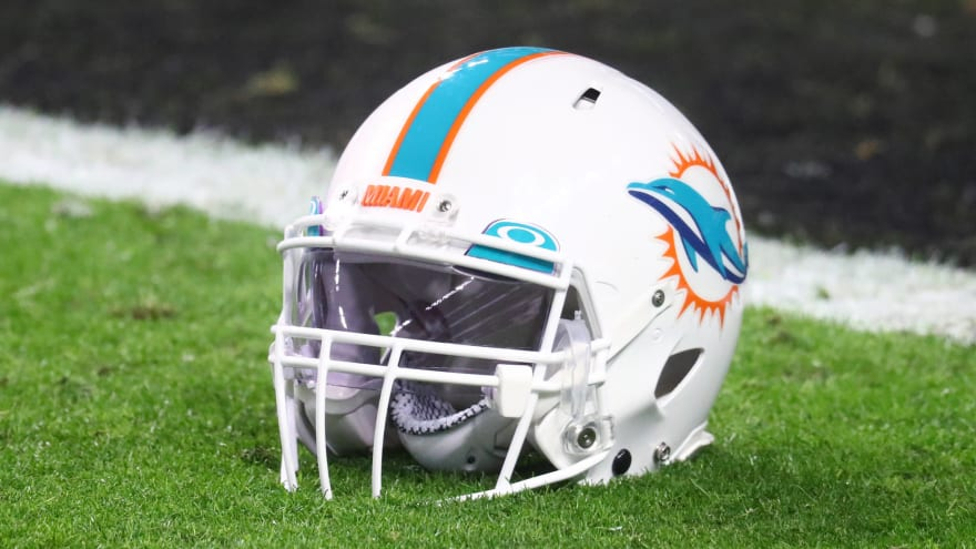 Dolphins select Miami DL Jaelan Phillips at No. 18
