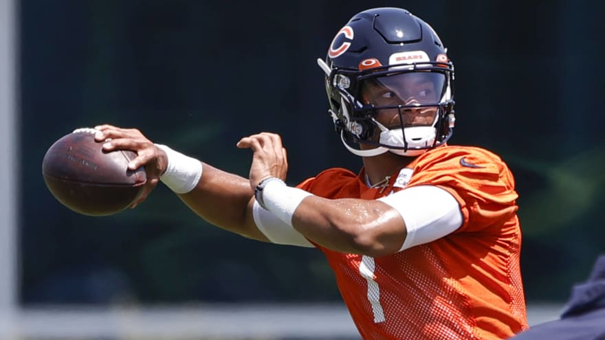 Bears sign Justin Fields to fully guaranteed rookie deal
