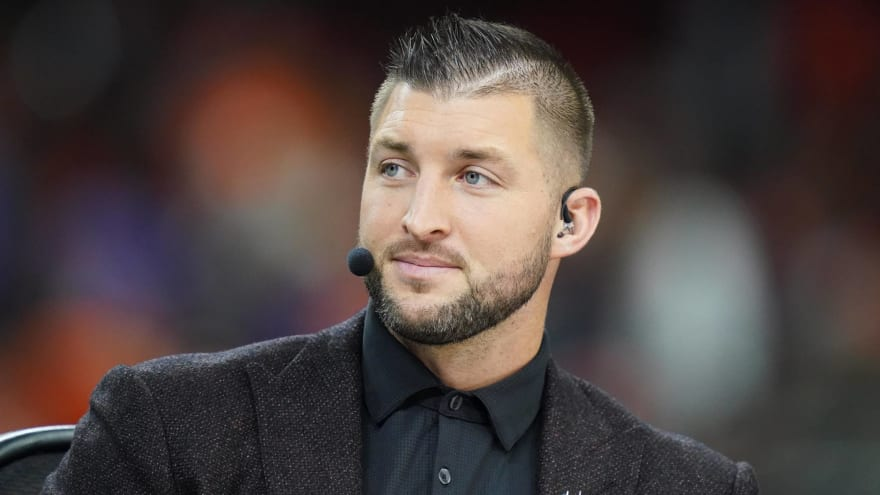 Ex-GM: Tebow on Jags' roster hurts Meyer's credibility