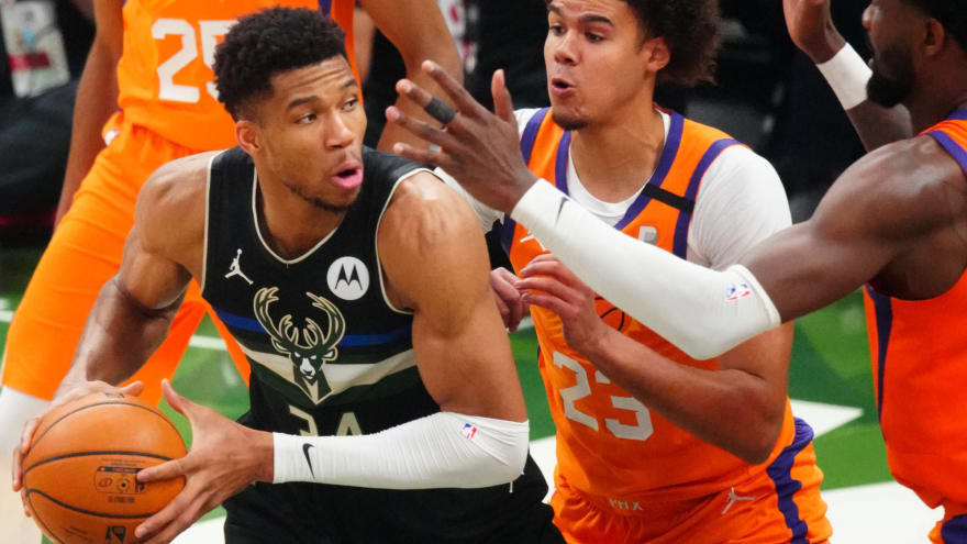Watch: Giannis Antetokounmpo commits absolutely hilarious travel