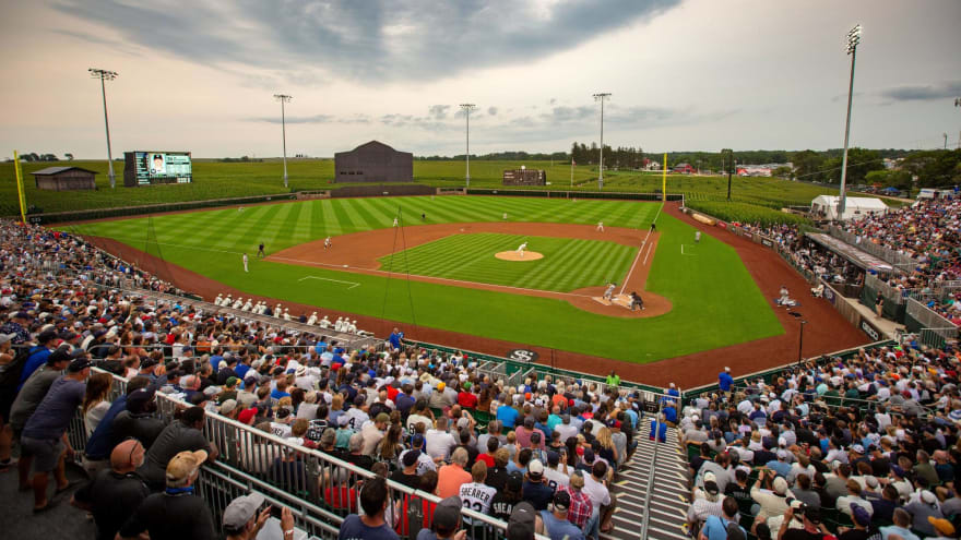 Cubs, Reds to play next 'Field of Dreams' game in 2022