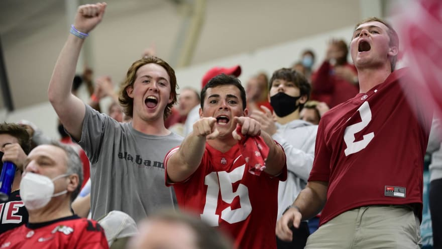 Alabama fans go nuts in Tuscaloosa celebrating national championship