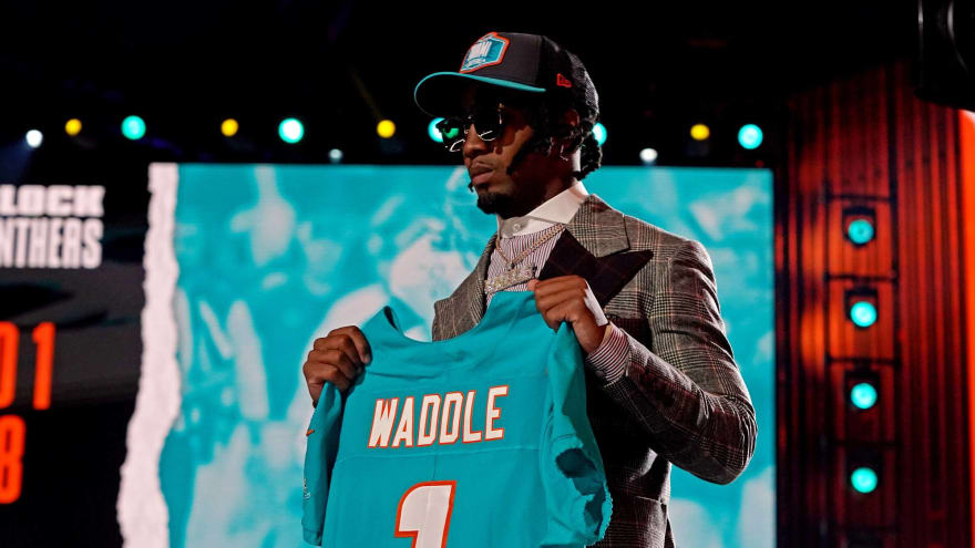 Dolphins sign No. 6 pick Jaylen Waddle