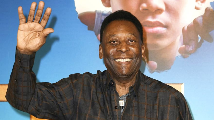 Soccer legend Pele receives first dose of COVID-19 vaccine