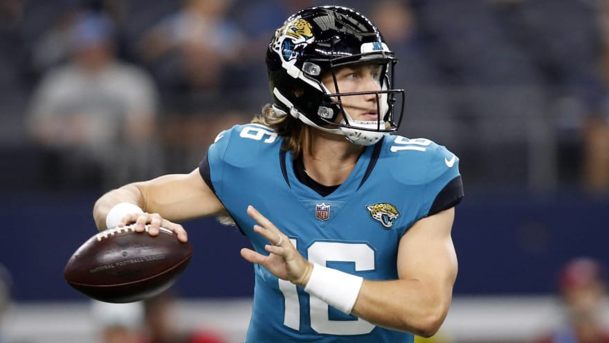 Trevor Lawrence throws first NFL TD pass