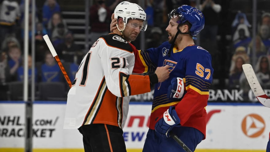 Backes signs one-day deal with Blues, announces retirement
