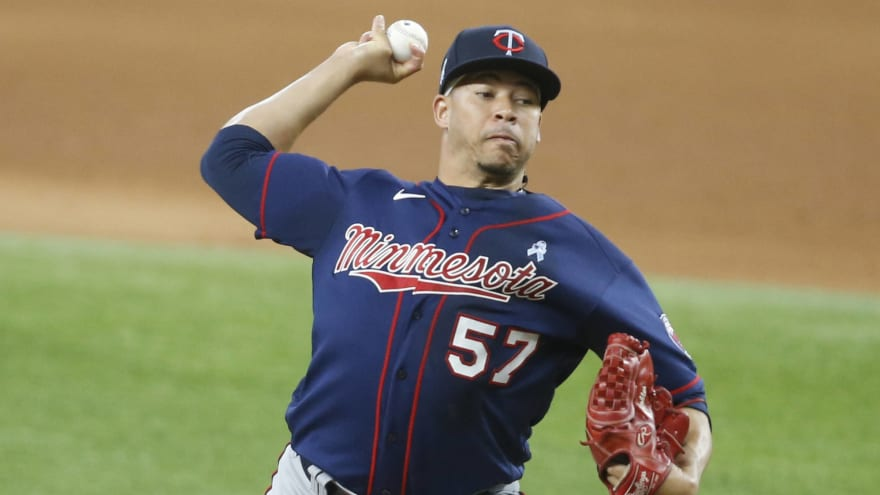 Red Sox acquire Hansel Robles from Twins