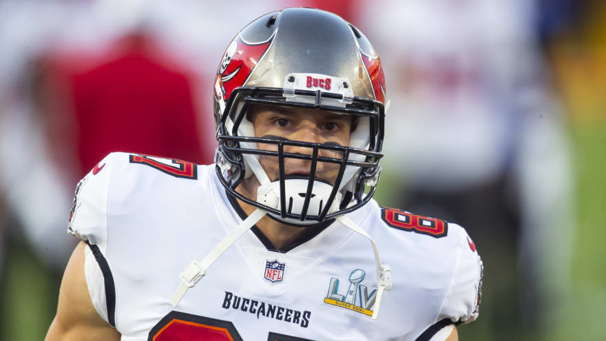 Rob Gronkowski staying with Buccaneers on one-year deal