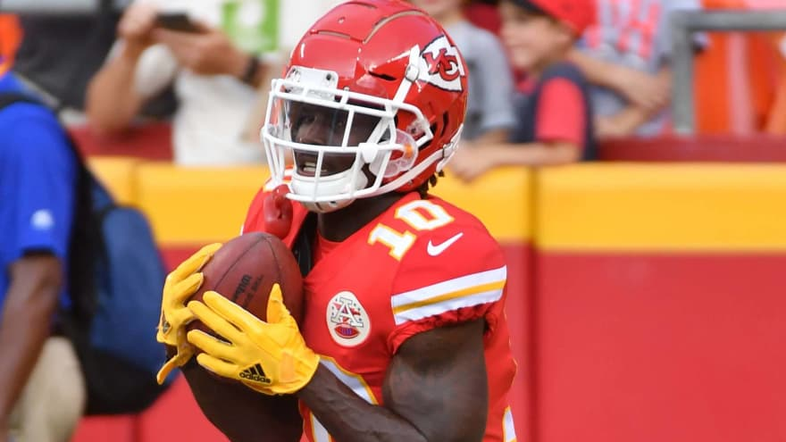 Watch: Tyreek Hill torches Cardinals, scores TD on opening drive