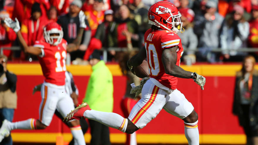 Watch: Tyreek Hill honors Chad Ochocinco with crazy TD celebration