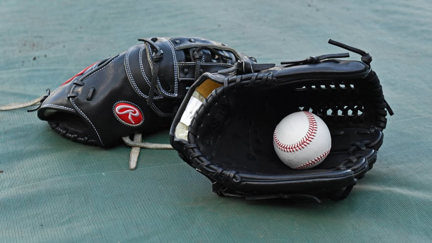 MLB offers 60 games at fully prorated pay to players
