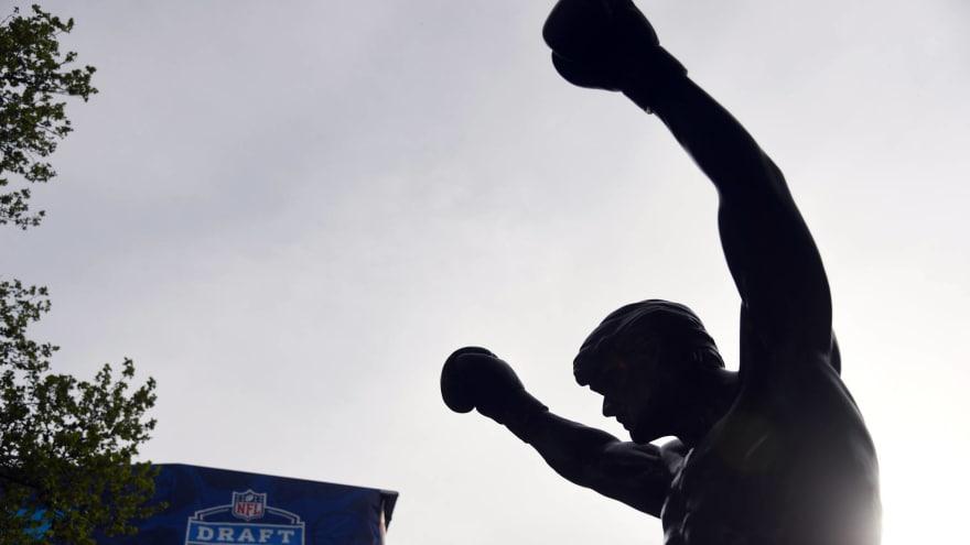 Patriots fan defaces 'Rocky' statue using Tom Brady jersey ...