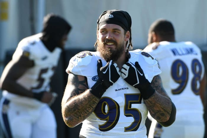 Baltimore Ravens: Re-signed DE Derek Wolfe