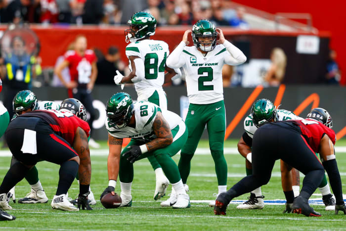 Jets' first-half issues follow them to England