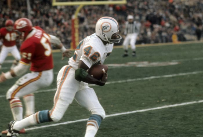 Dolphins rise up after landing Browns' Paul Warfield