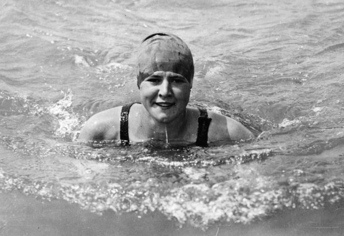 Gertrude Ederle swims the English Channel (1926)